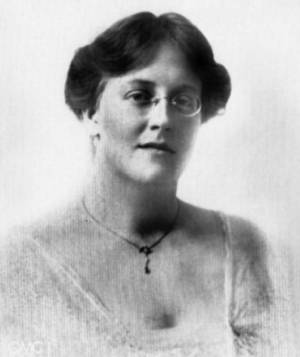 Picture of Dorothy de la Hey around the time she founded Queen Mary's College